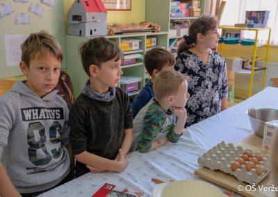 Peka prazničnih piškotov in izdelava novoletnih okraskov - OŠ Veržej 17
